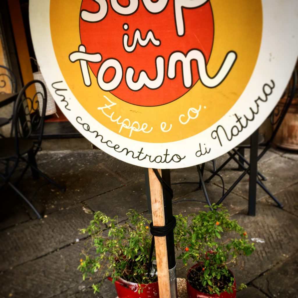 Mangiare a manovella, soup in town,