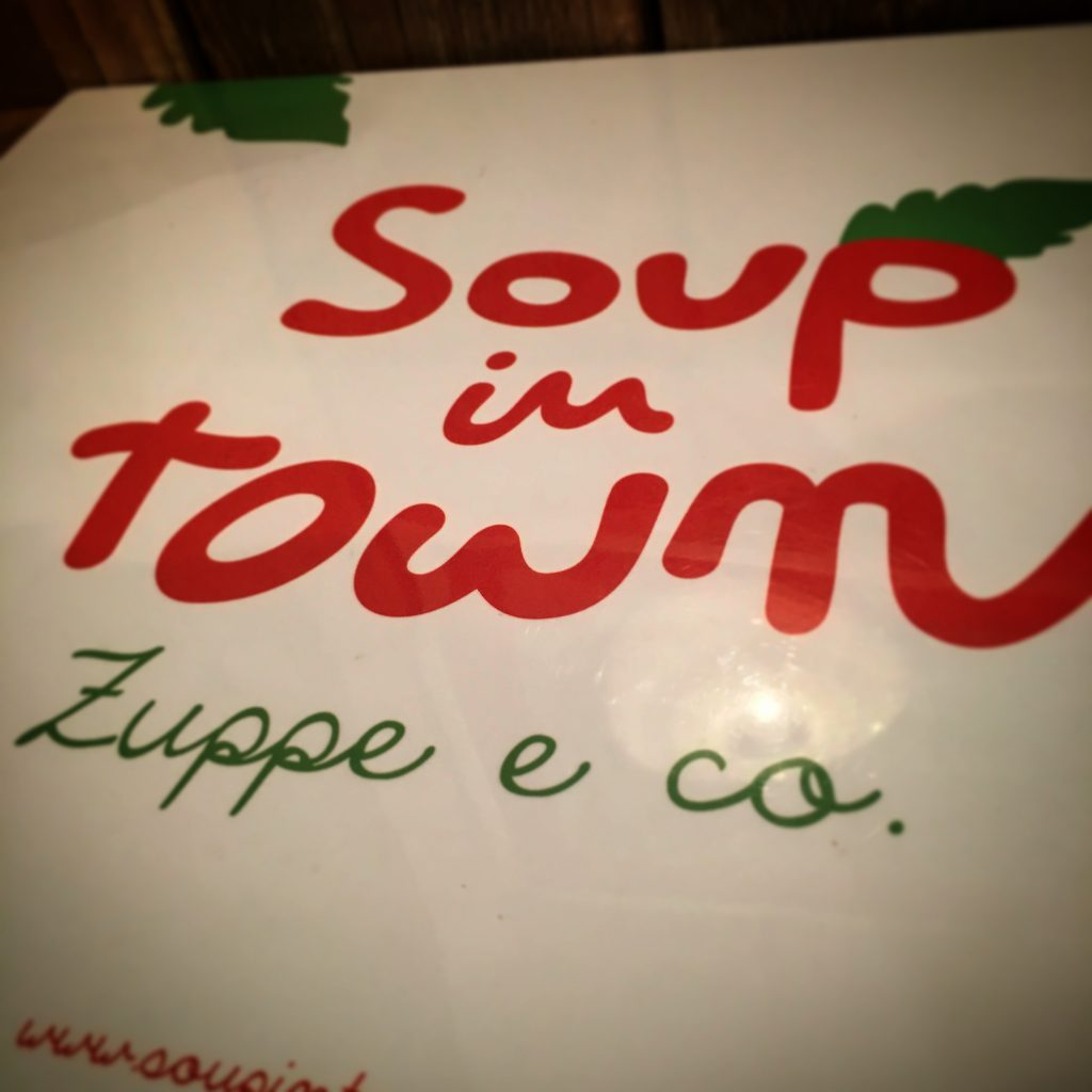 Mangiare a manovella, soup in town, 17