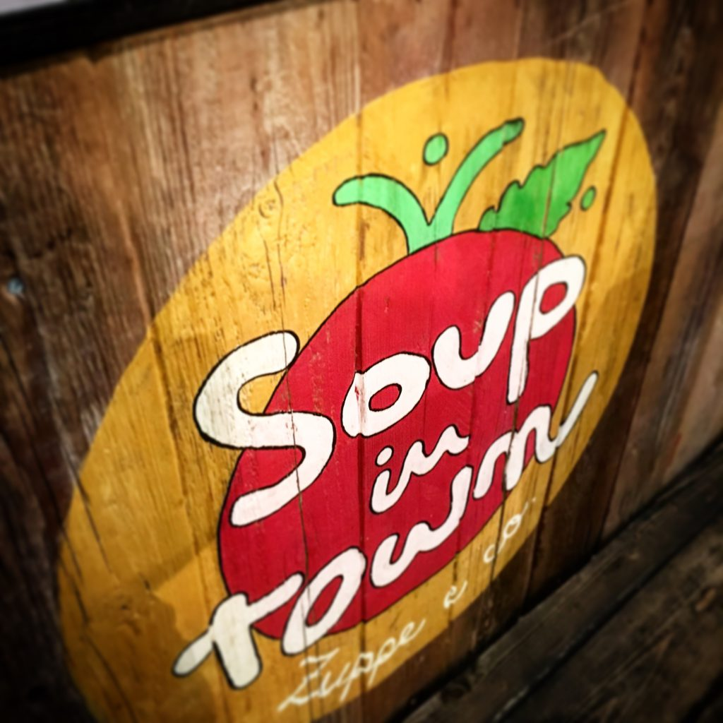 Mangiare a manovella, soup in town, 8