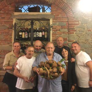 Lo Staff della Trattoria Da Nerone con Mangiare a Manovella